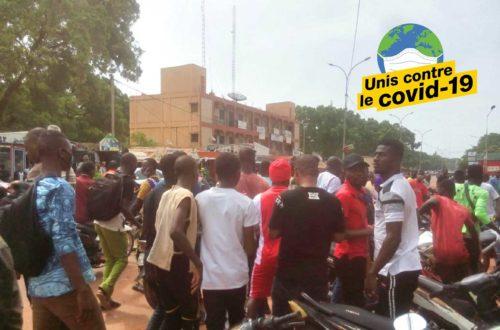 Article : Covid-19 : À Bobo-Dioulasso, la population dans la rue pour la levée du couvre-feu
