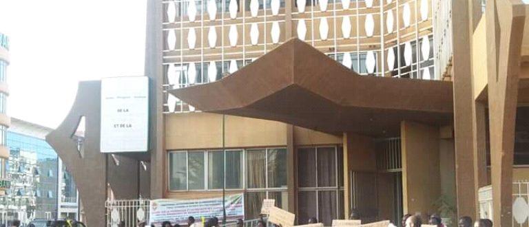 Article : Administrations publiques au Burkina Faso : à quand la fin de la grande foutaise ?
